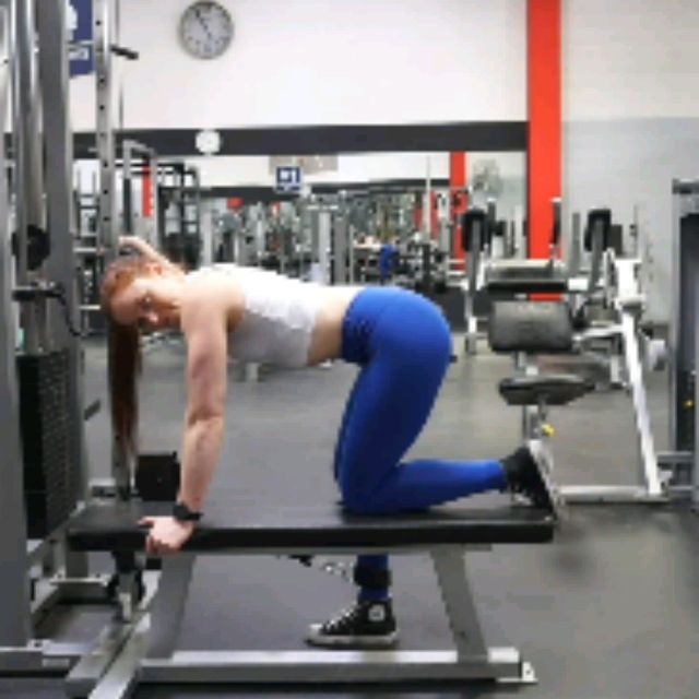 How to do: Kneeling CABLE Hip Extensions - Step 1
