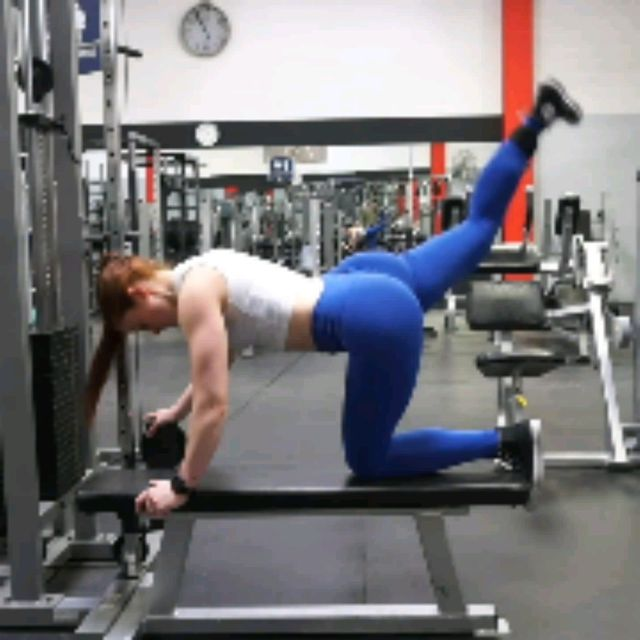 How to do: Kneeling CABLE Hip Extensions - Step 4