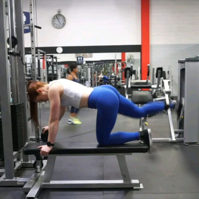 How to do: Kneeling CABLE Hip Extensions - Step 2