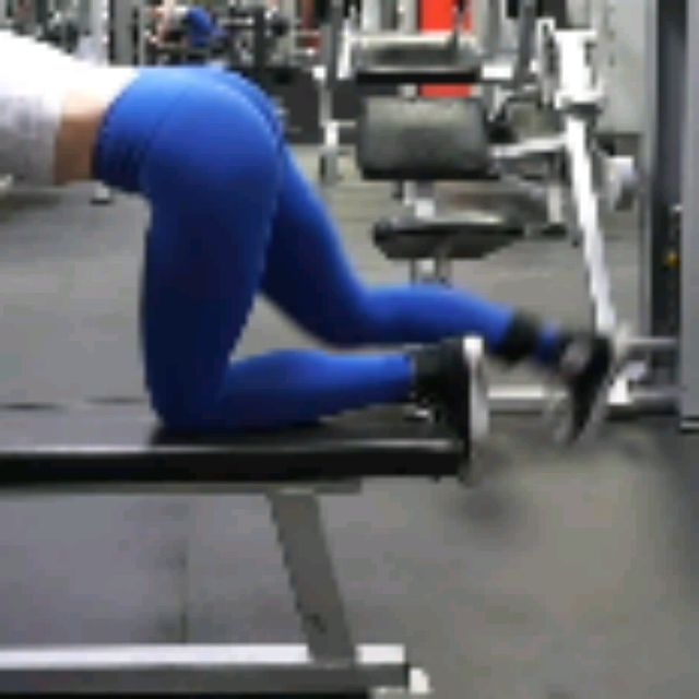 How to do: Kneeling CABLE Hip Extensions - Step 7