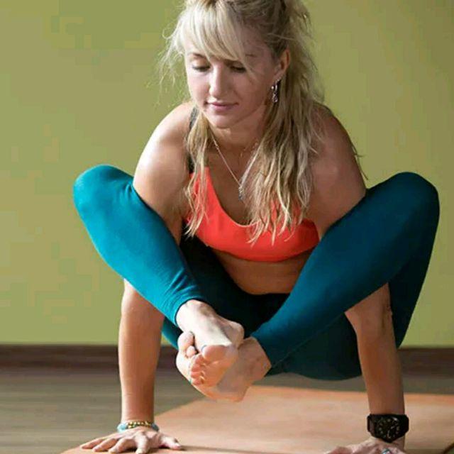 How to do: Shoulder Pressing Pose - Step 1