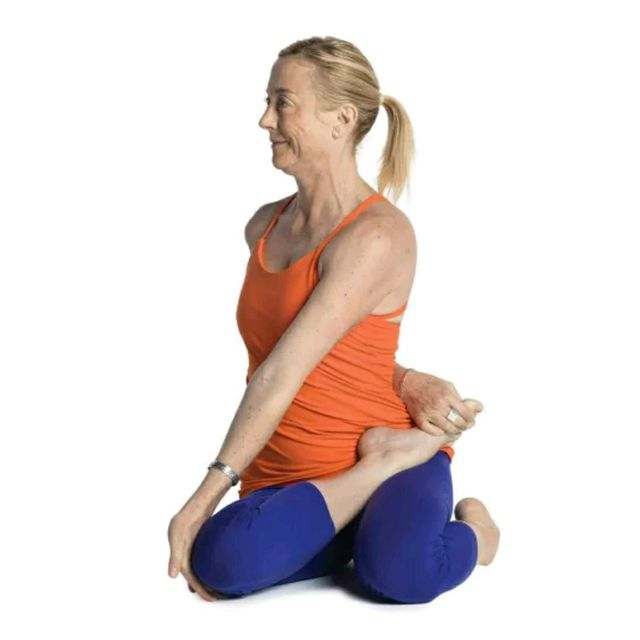 How to do: Bharadvaja Twist - Step 1