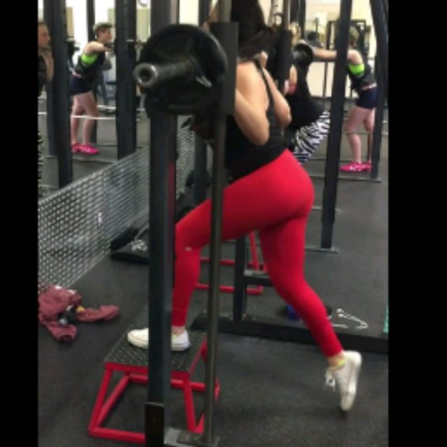 How to do: Smith Machine Step-ups - Step 1