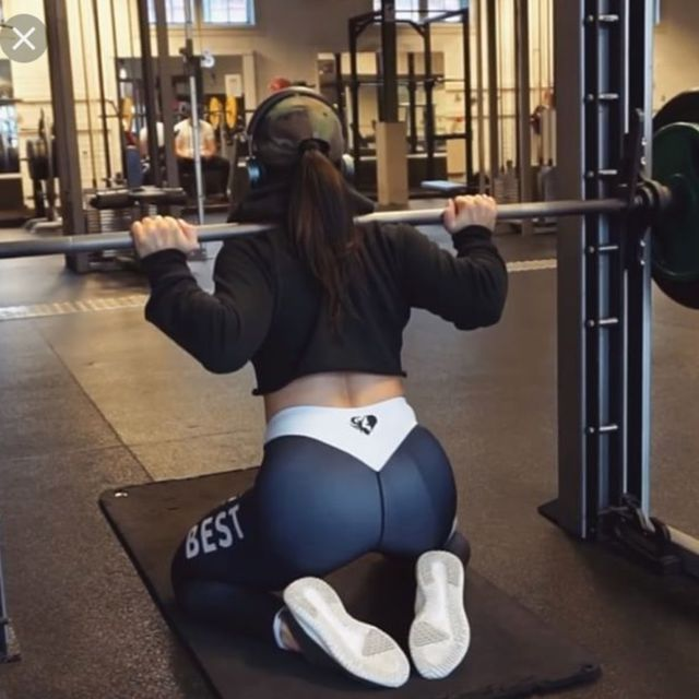 How to do: Kneeling Squats [Smith Machine] - Step 1