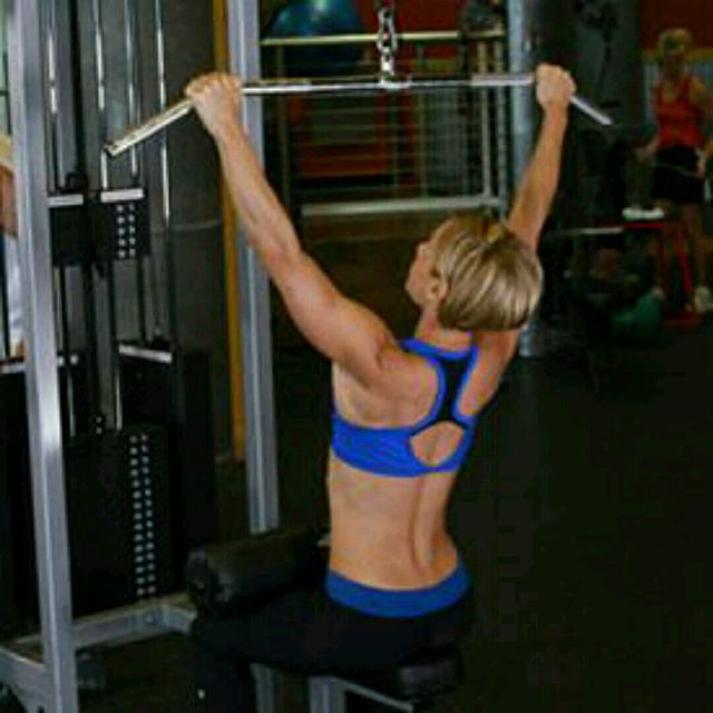 How to do: CM Sitting W Bar Lat Pulldown - Step 1