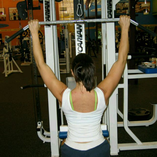 How to do: CM Decline Bench W Bar Pulldown - Step 1