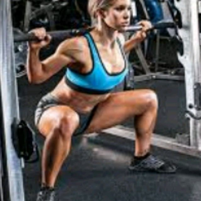 How to do: Smith Sumo squat - Step 2