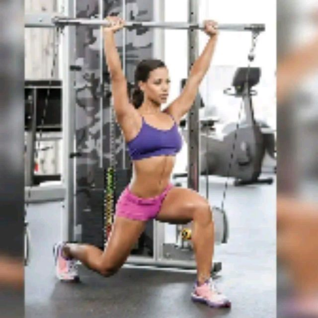 How to do: Overhead Reverse Lunge With Knee Lift - Step 1