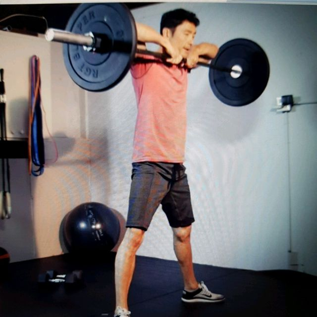 How to do: Sumo Deadlift High Pulls - Step 2