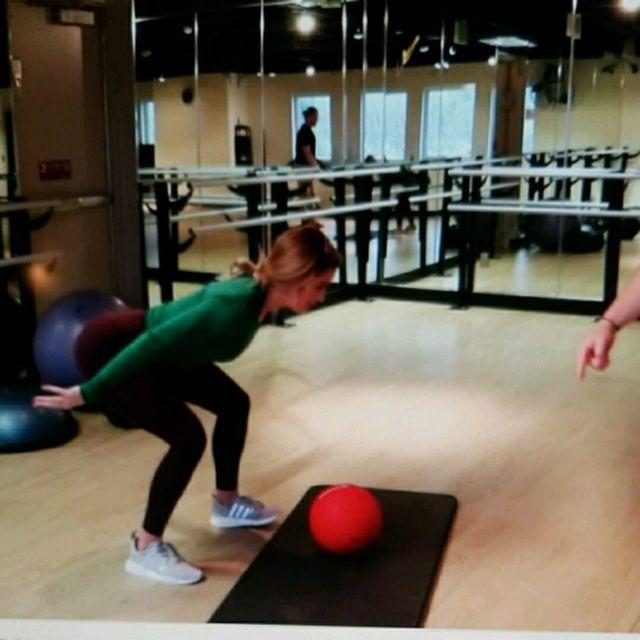 How to do: Medicine Ball Slam Squats - Step 1