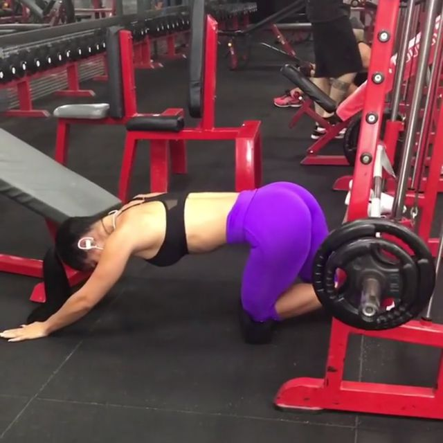 How to do: Smith Machine Kick Backs - Step 1