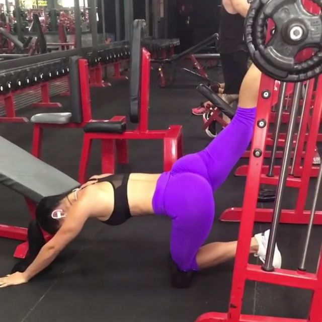How to do: Smith Machine Kick Backs - Step 2