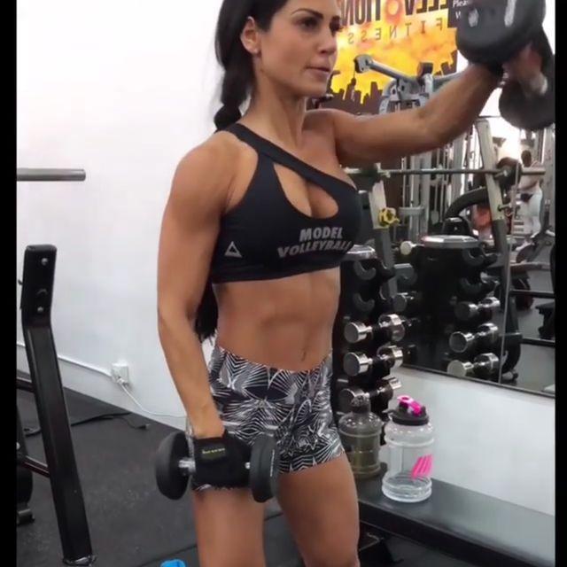 How to do: Alternating Front Shoulder Raises - Step 1