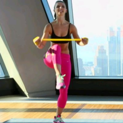 Prepare For KNEE DRIVE-UPS, Hold Band Straight Out, Drive One  Knee Up, While Moving Arms Towards Knee
