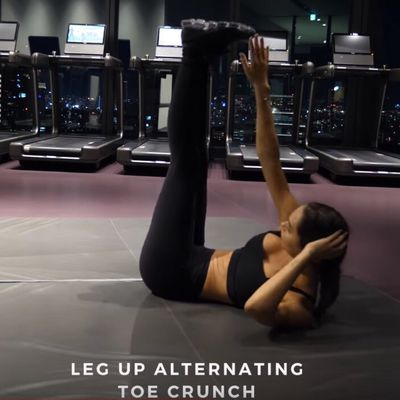 Leg Up Alternating Toe Crunch