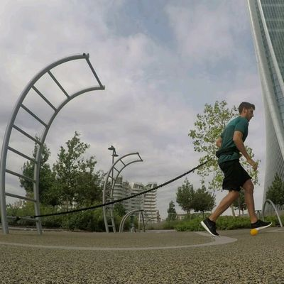 running with elastic band