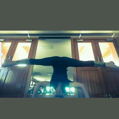 Headstand SPLIT