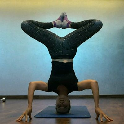 Diamond Headstand (Leap Frog Pose)