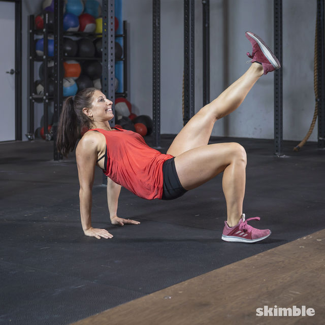 How to do: Dips with Leg Extension - Step 11