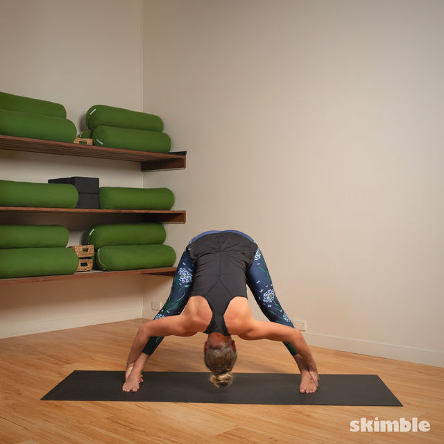 How to do: Standing Separate Leg Stretching Pose - Step 6