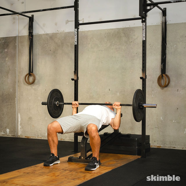 How to do: Barbell Incline Bench Press - Step 4
