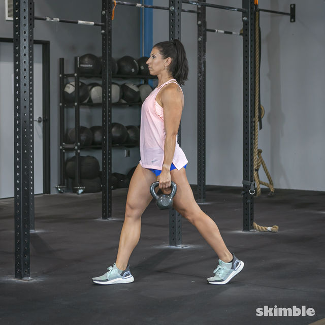 How to do: Alternating Suitcase Split Squats with Kettlebell - Step 5