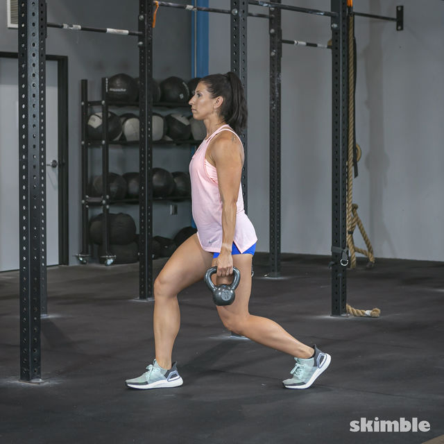 How to do: Alternating Suitcase Split Squats with Kettlebell - Step 6
