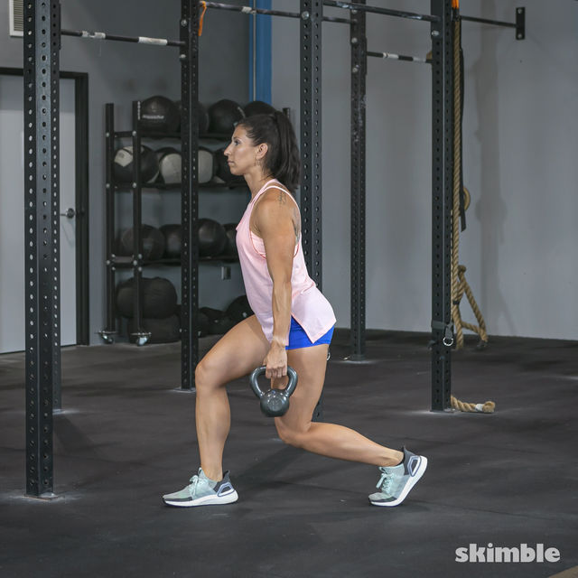 How to do: Alternating Suitcase Split Squats with Kettlebell - Step 8