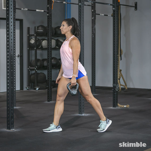 How to do: Alternating Suitcase Split Squats with Kettlebell - Step 9