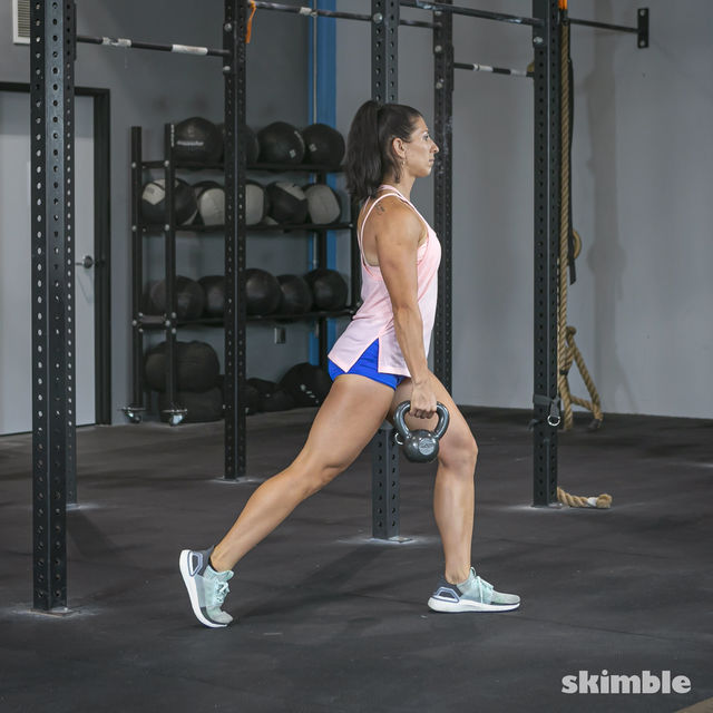 How to do: Alternating Suitcase Split Squats with Kettlebell - Step 14