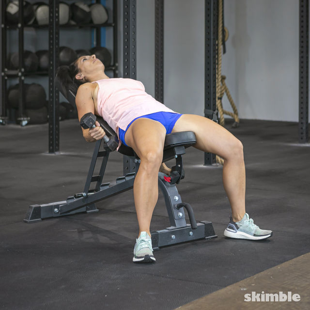How to do: Alternating Incline Dumbbell Curls - Step 2