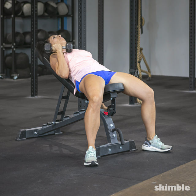 How to do: Alternating Incline Dumbbell Curls - Step 3