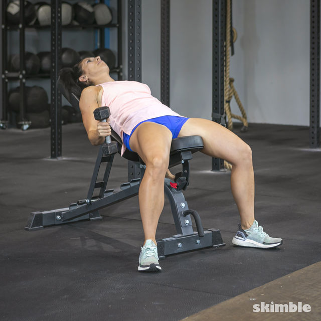 How to do: Alternating Incline Dumbbell Curls - Step 4