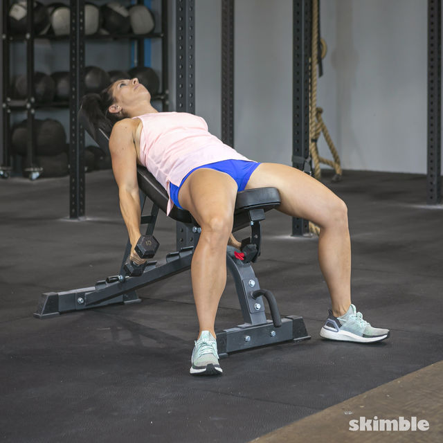 How to do: Alternating Incline Dumbbell Curls - Step 5