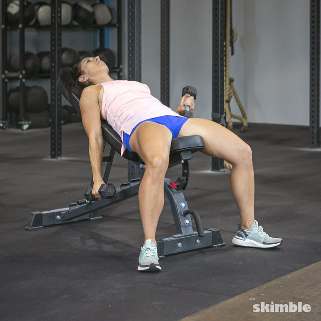 How to do: Alternating Incline Dumbbell Curls - Step 6