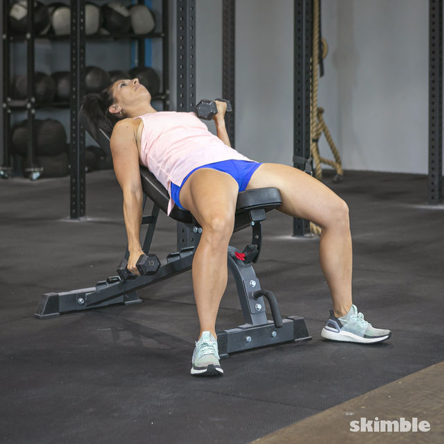 How to do: Alternating Incline Dumbbell Curls - Step 7