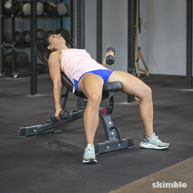 How to do: Alternating Incline Dumbbell Curls - Step 8