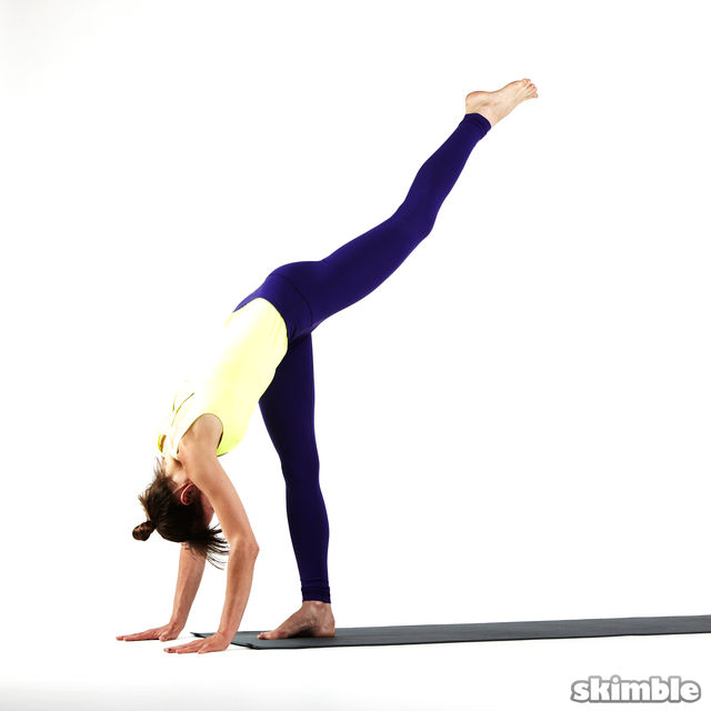 How to do: Right Standing Split - Step 4
