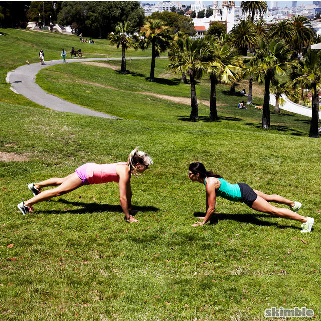 How to do: Plank High Fives - Step 3