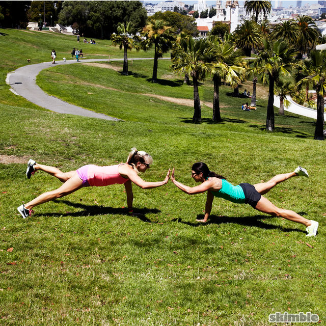 How to do: Plank High Fives - Step 6