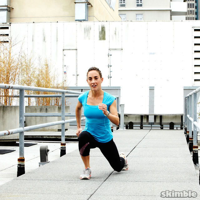 How to do: Runners Walking Lunges - Step 4