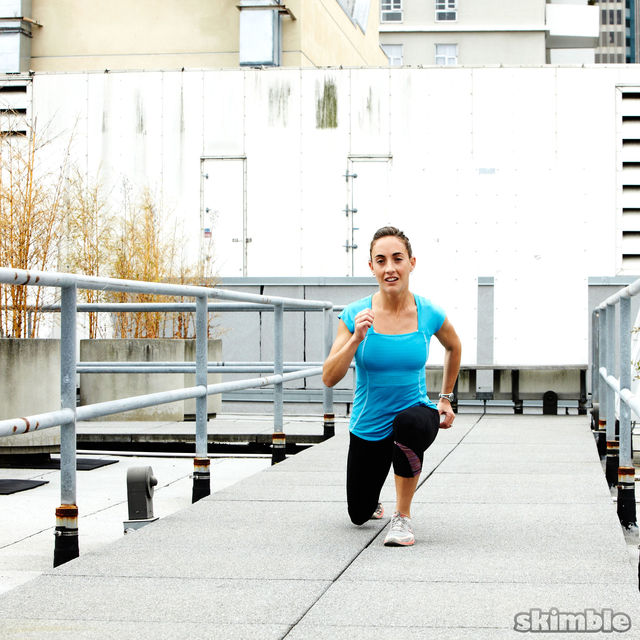 How to do: Runners Walking Lunges - Step 3
