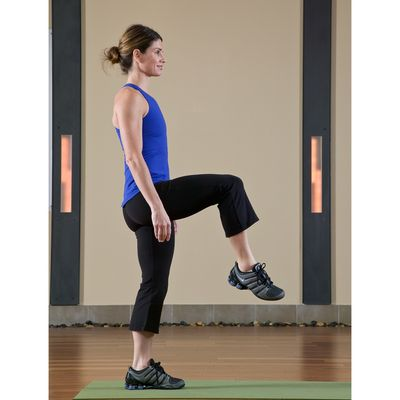 16 Alternating Knee Lifts