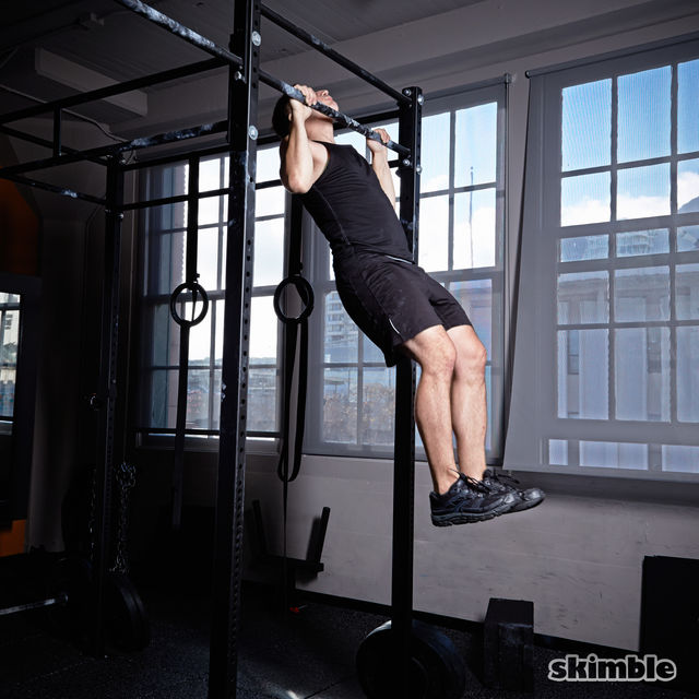 How to do: Kipping Pull-Ups - Step 4