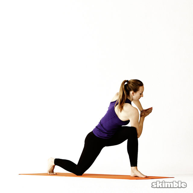 How to do: Left Twisting Low Lunge - Step 5