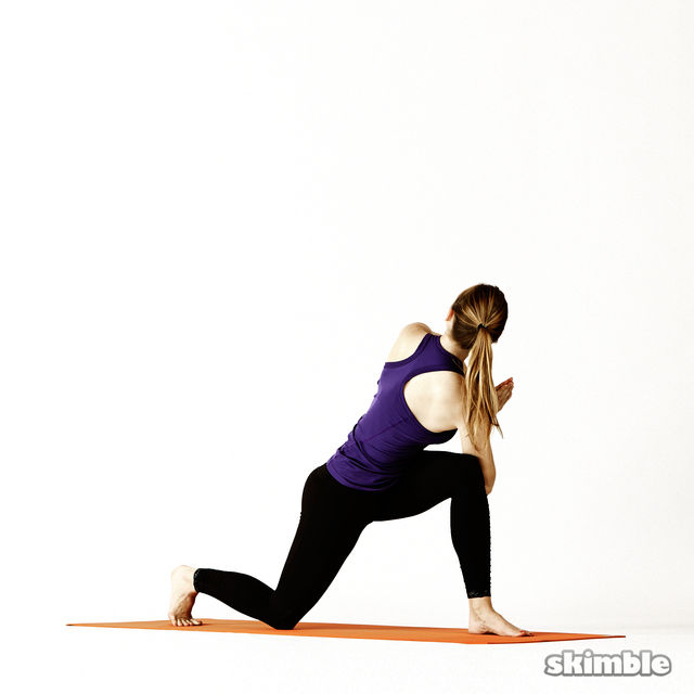 How to do: Left Twisting Low Lunge - Step 6
