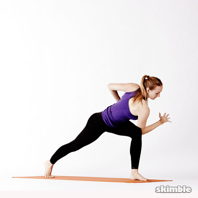 How to do: Left Twisting High Lunge - Step 4