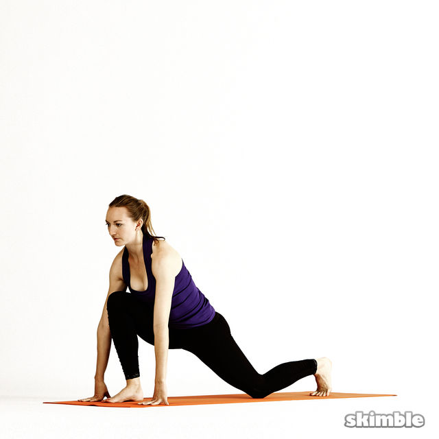 How to do: Right Twisting Low Lunge - Step 2