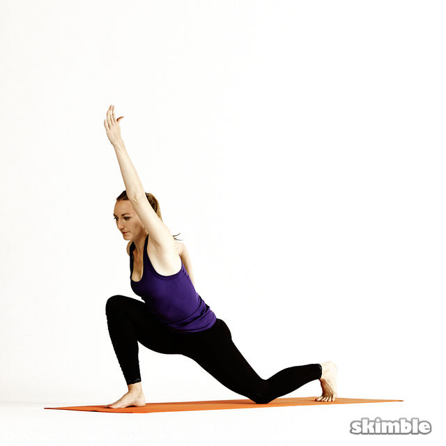 How to do: Right Twisting Low Lunge - Step 3