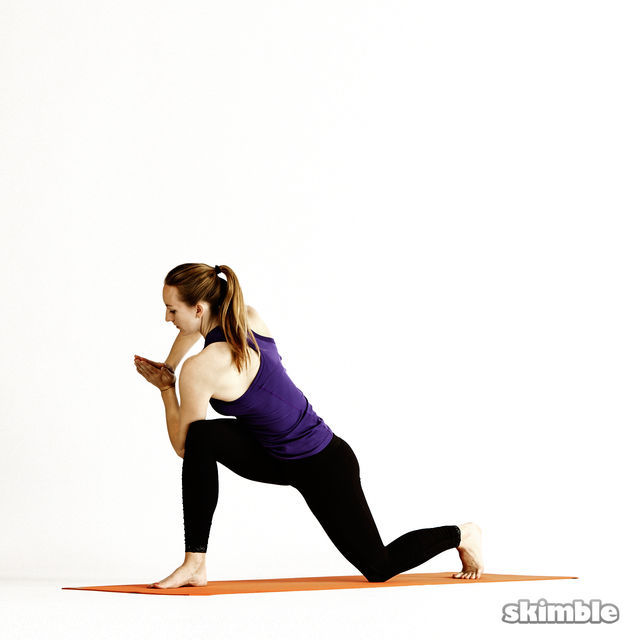 How to do: Right Twisting Low Lunge - Step 5
